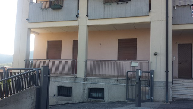 Appartamento in vendita a Vestenanova, 4 locali, zona Zona: Bolca, prezzo € 130.000 | Cambio Casa.it