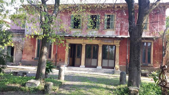 Soluzione Indipendente in vendita a Verona, 22 locali, Trattative riservate | Cambio Casa.it