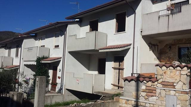 Villa a Schiera in vendita a San Giovanni Ilarione, 5 locali, prezzo € 140.000 | Cambio Casa.it