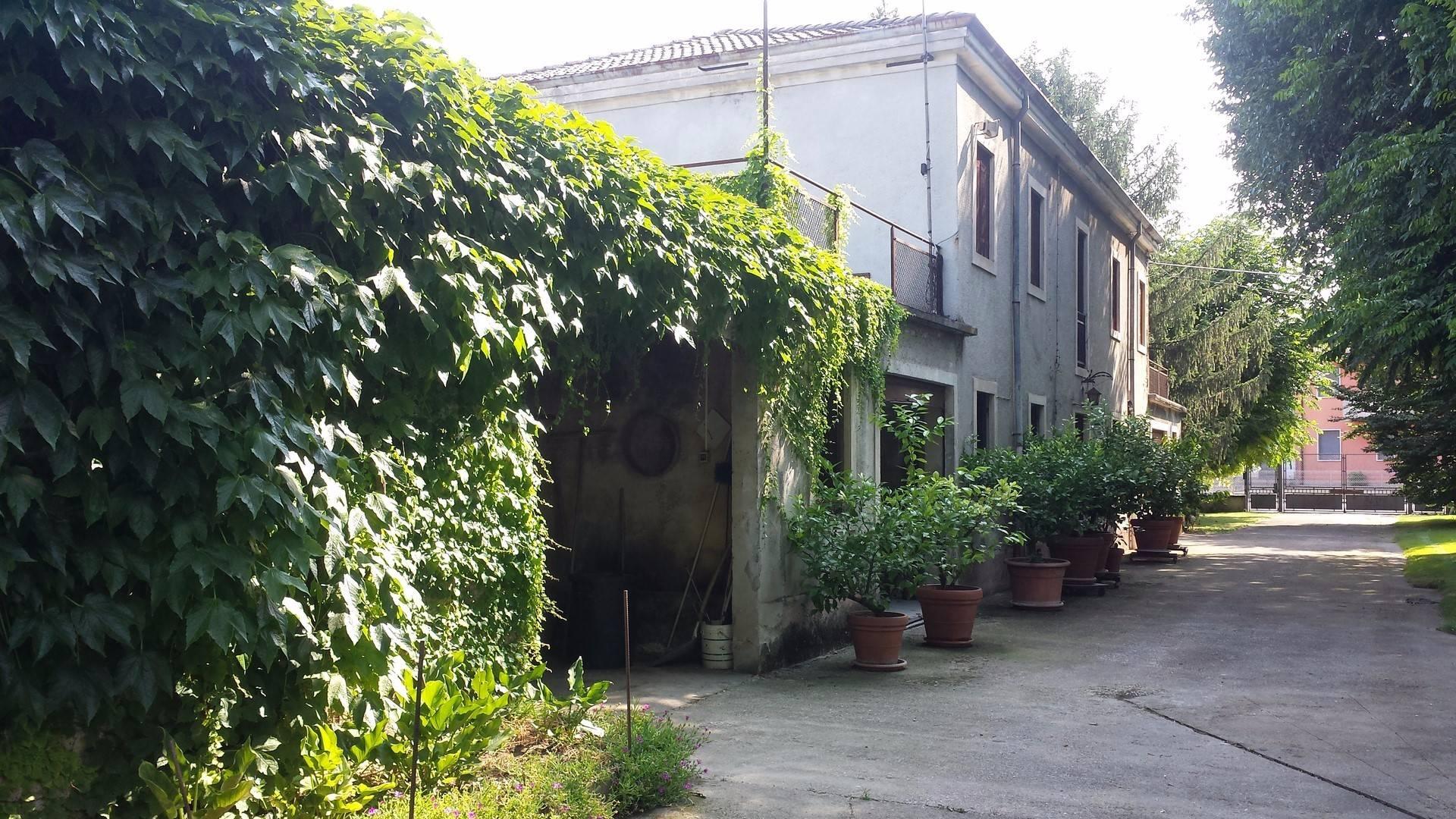 Rustico / Casale in vendita a Arcole, 13 locali, prezzo € 140.000 | Cambio Casa.it