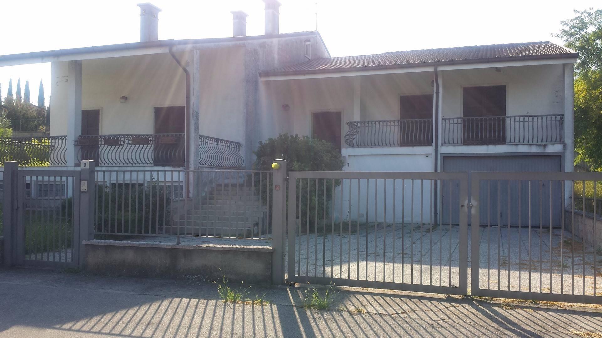 Villa in affitto a Lavagno, 7 locali, zona Zona: Vago, prezzo € 2.000   CambioCasa.it