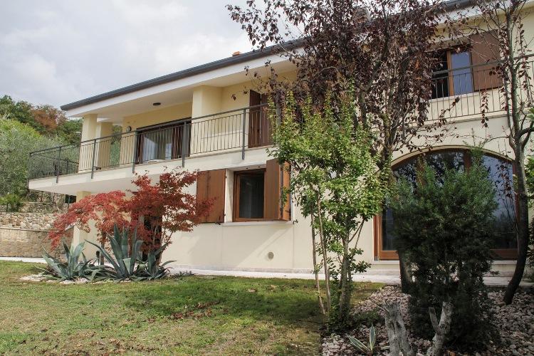 Soluzione Indipendente in vendita a Torri del Benaco, 5 locali, prezzo € 1.350.000 | Cambio Casa.it
