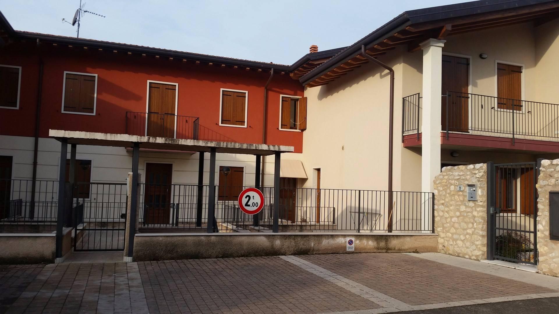Soluzione Indipendente in vendita a Illasi, 3 locali, prezzo € 220.000 | CambioCasa.it