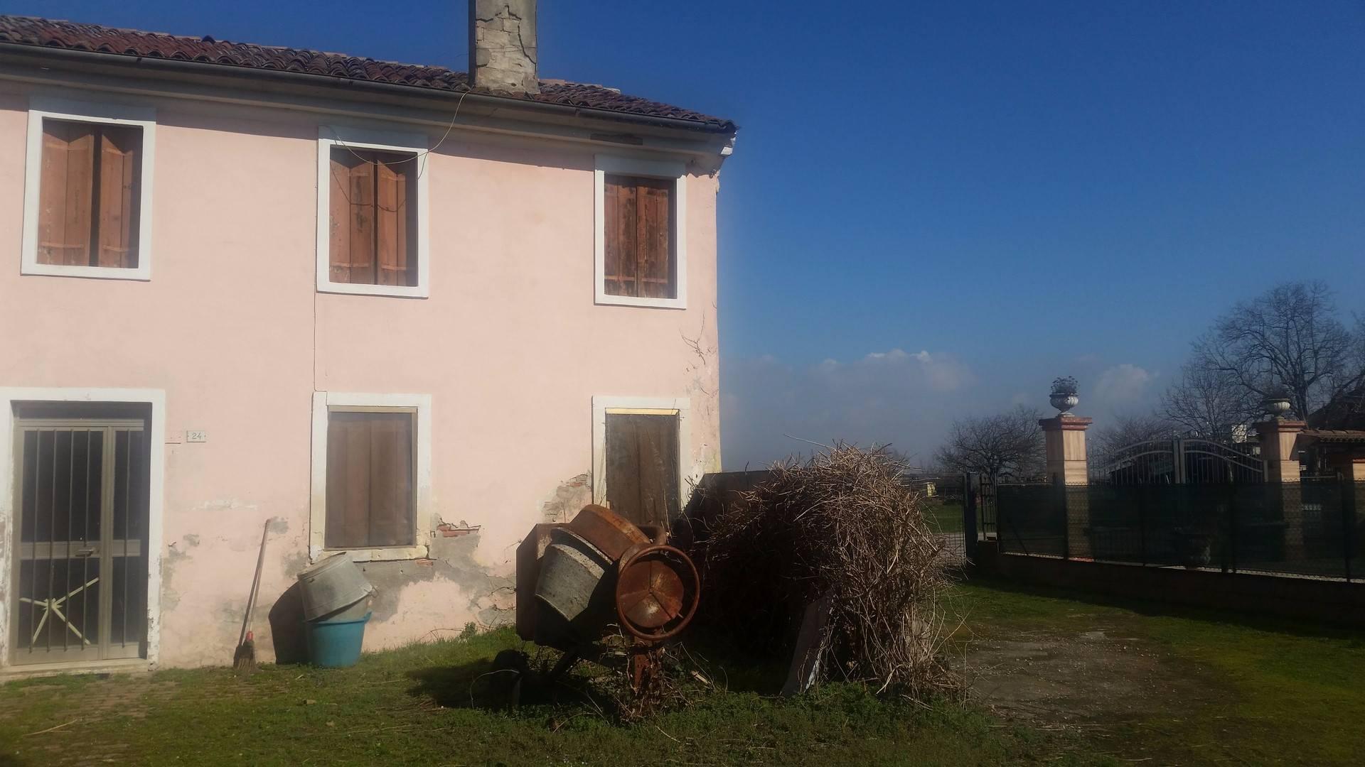 Rustico / Casale in vendita a Arcole, 7 locali, prezzo € 180.000 | CambioCasa.it