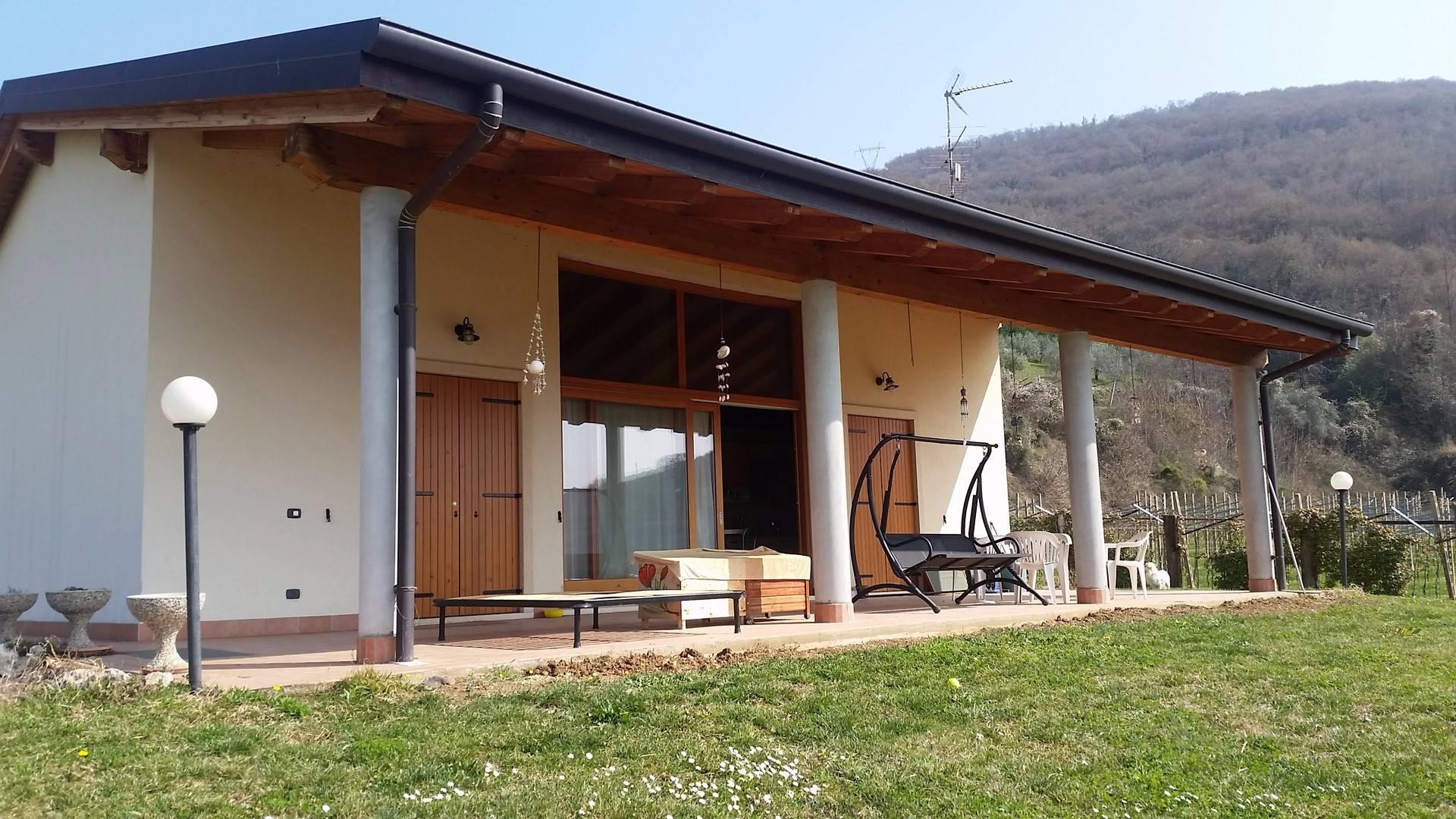Villa in vendita a Verona, 8 locali, zona Località: Quinto, prezzo € 900.000 | CambioCasa.it