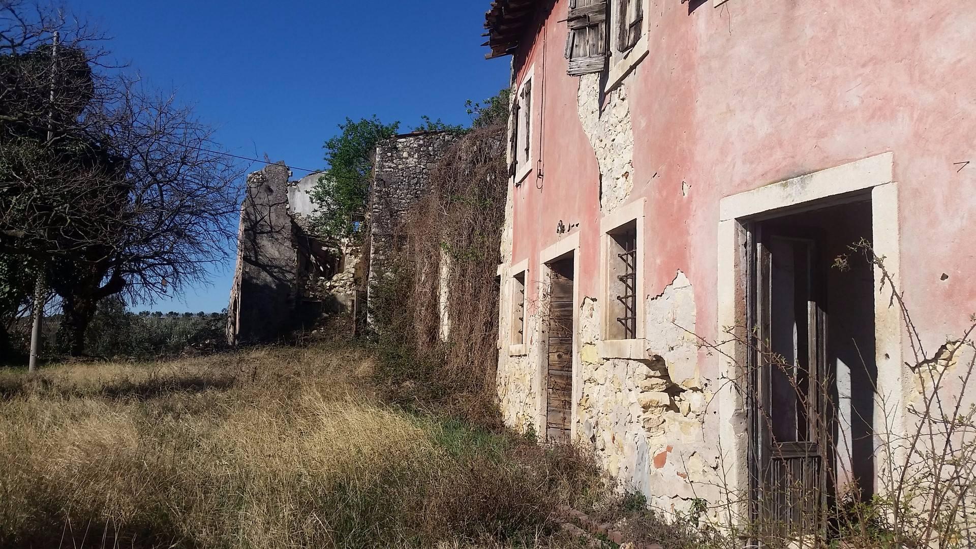 Rustico / Casale in vendita a Soave, 10 locali, prezzo € 270.000   CambioCasa.it