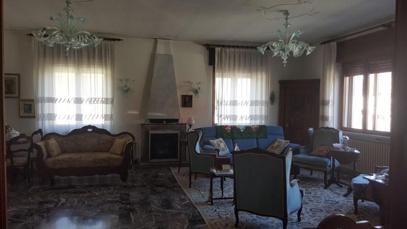 Soluzione Indipendente in vendita a Belfiore, 8 locali, prezzo € 175.000 | CambioCasa.it