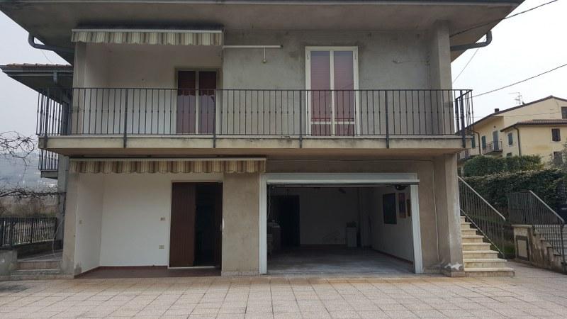 Soluzione Indipendente in vendita a Soave, 10 locali, prezzo € 285.000 | CambioCasa.it