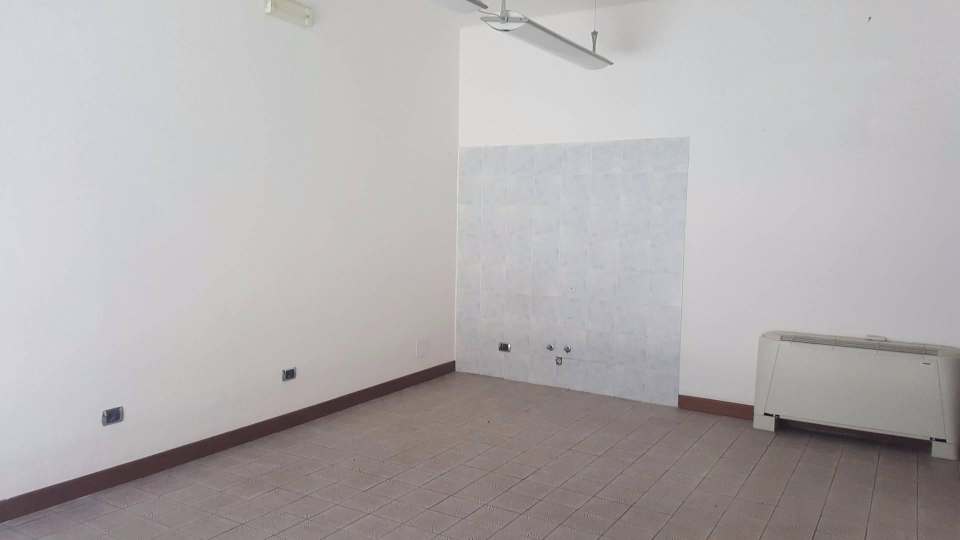 Negozio / Locale in affitto a Monteforte d'Alpone, 9999 locali, zona Zona: Costalunga, prezzo € 400 | CambioCasa.it
