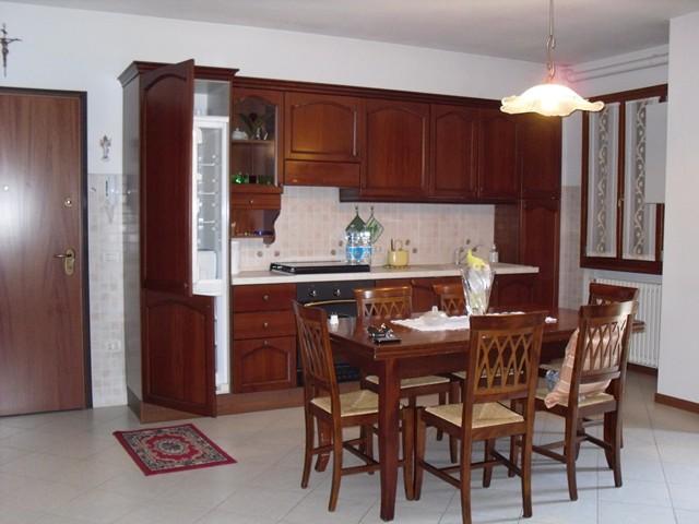 Appartamento in affitto a Monteforte d'Alpone, 4 locali, zona Zona: Costalunga, prezzo € 600 | CambioCasa.it