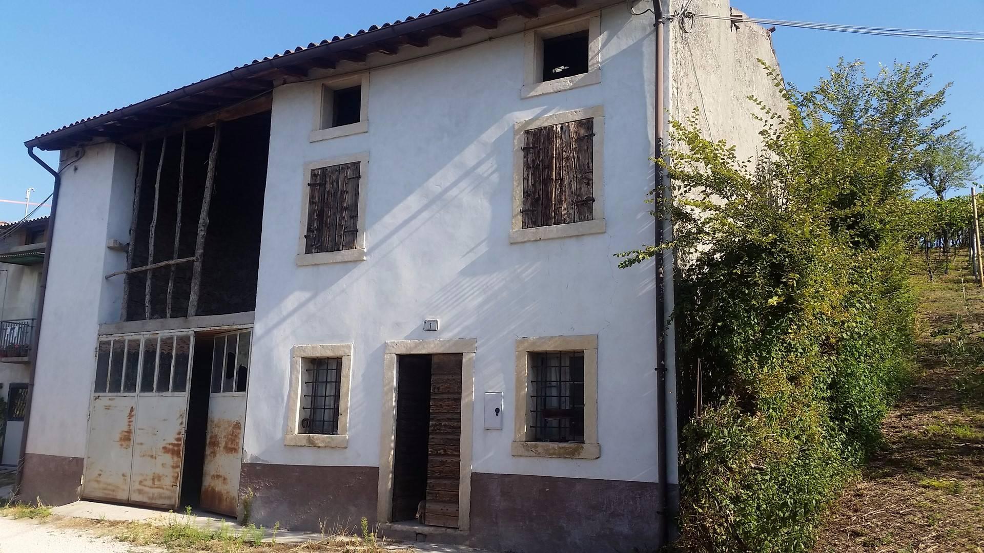 Rustico / Casale in vendita a Cazzano di Tramigna, 10 locali, prezzo € 55.000 | CambioCasa.it