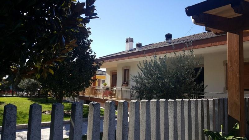 Villa in vendita a San Giovanni Ilarione, 5 locali, prezzo € 350.000 | CambioCasa.it