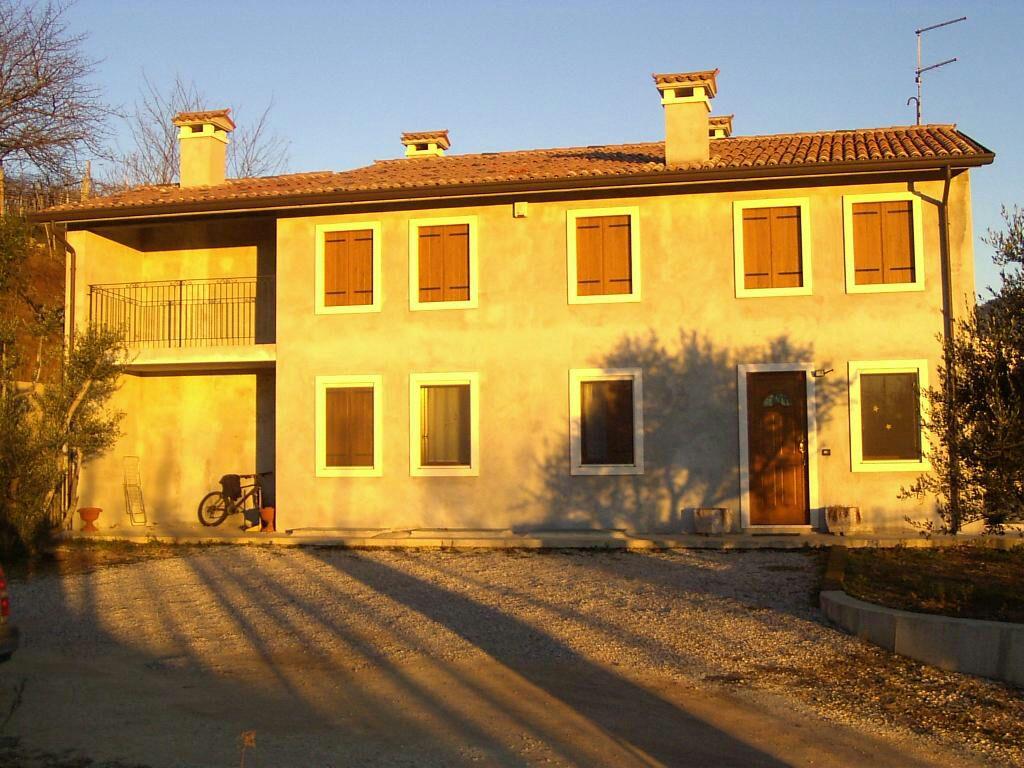 Soluzione Indipendente in vendita a Monteforte d'Alpone, 10 locali, prezzo € 350.000 | CambioCasa.it