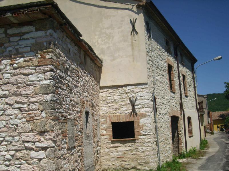 Soluzione Indipendente in vendita a Fabriano, 6 locali, zona Località: FRAZIONI, prezzo € 235.000 | CambioCasa.it