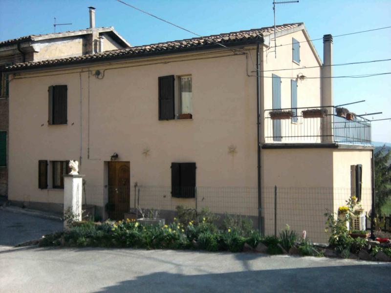 Soluzione Indipendente in vendita a Fabriano, 10 locali, zona Località: FRAZIONI, prezzo € 165.000 | CambioCasa.it