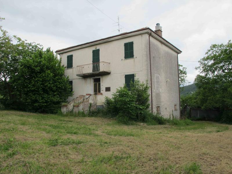 Rustico / Casale in vendita a Sassoferrato, 10 locali, Trattative riservate | CambioCasa.it