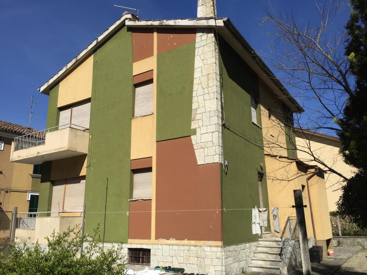 Soluzione Indipendente in vendita a Fabriano, 5 locali, zona Località: SEMIPERIFERIA, Trattative riservate | CambioCasa.it