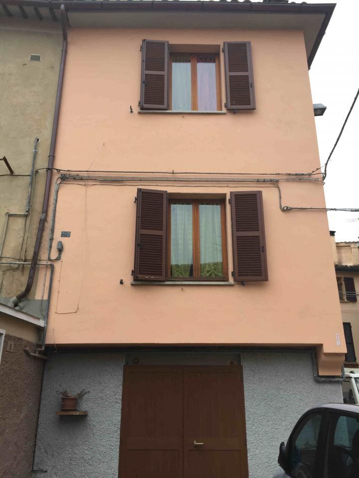 Soluzione Indipendente in vendita a Fabriano, 6 locali, zona Località: CENTROSTORICO, prezzo € 110.000 | CambioCasa.it