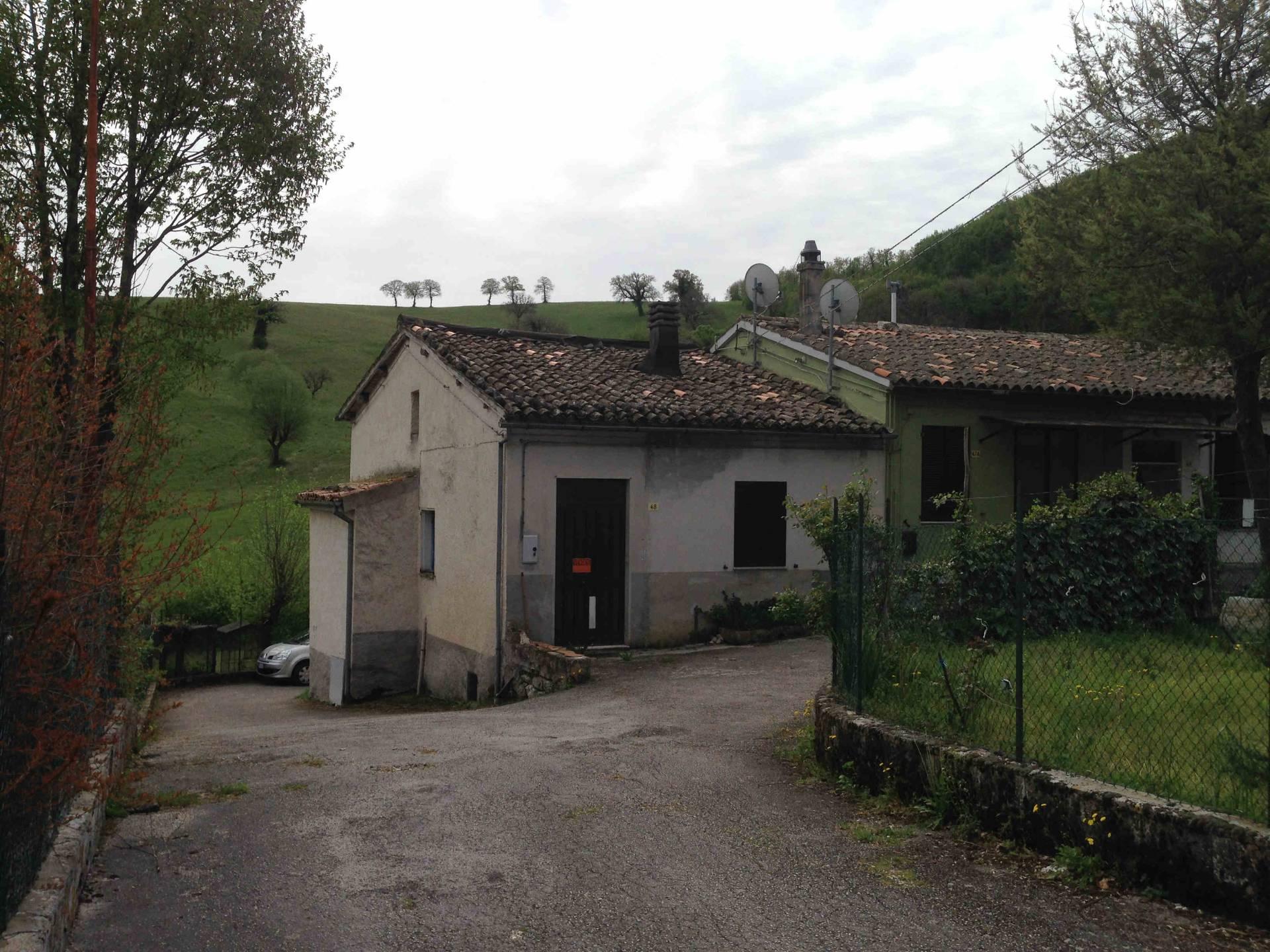 Soluzione Indipendente in vendita a Fabriano, 4 locali, zona Località: FRAZIONI, prezzo € 32.000 | CambioCasa.it