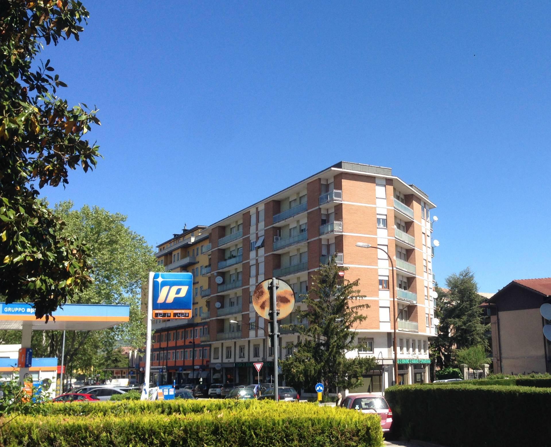 Appartamento in vendita a Fabriano, 7 locali, zona Località: SEMIPERIFERIA, prezzo € 105.000 | CambioCasa.it