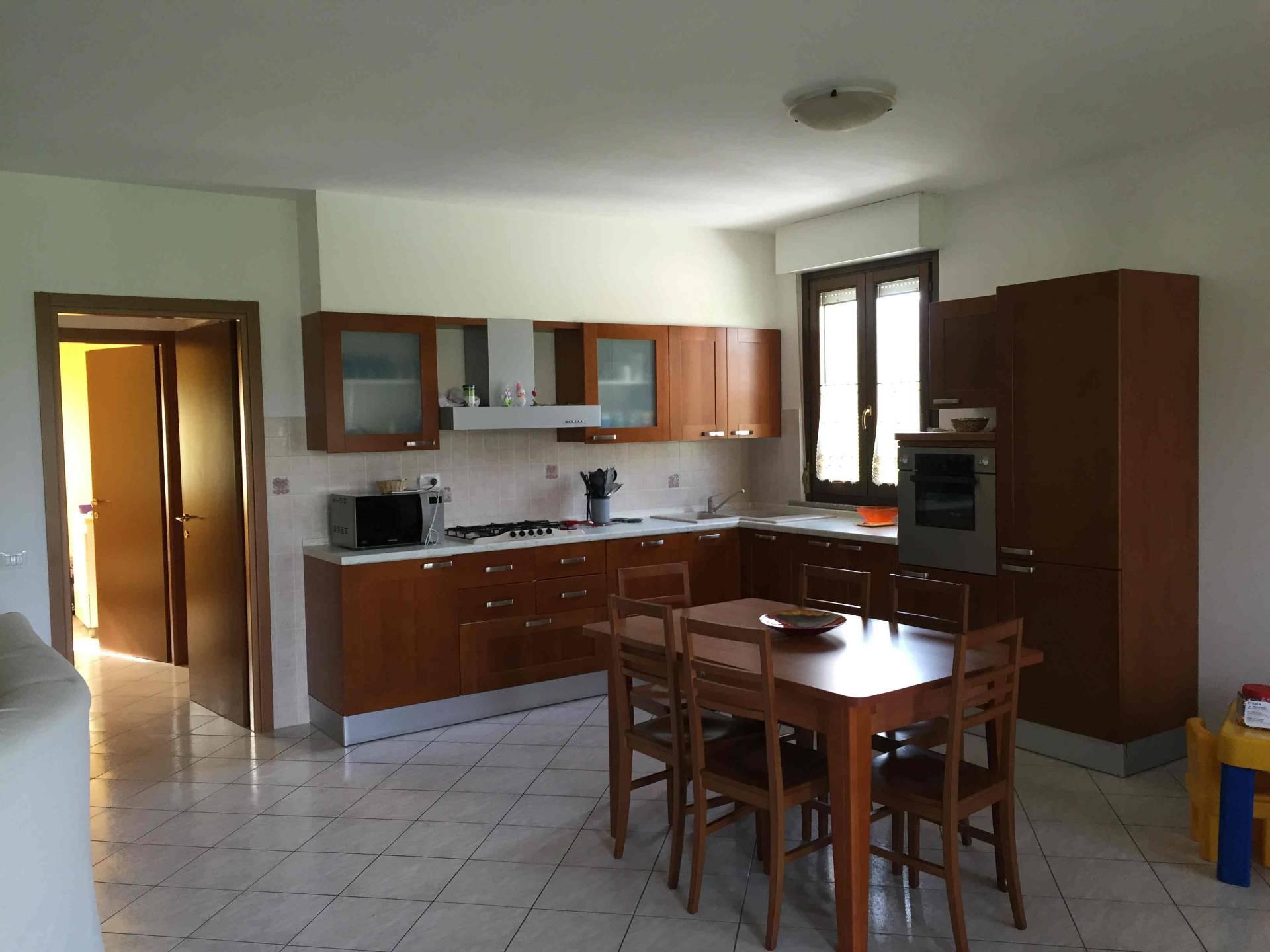Appartamento in vendita a Genga, 5 locali, prezzo € 120.000 | CambioCasa.it