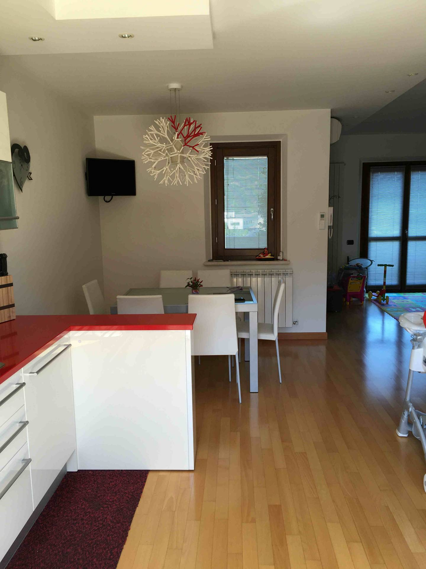 Appartamento in vendita a Fabriano, 6 locali, zona Località: PERIFERIA, prezzo € 200.000 | CambioCasa.it