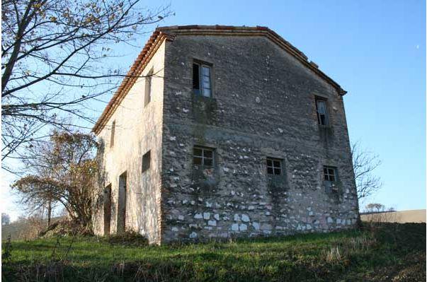 Rustico / Casale in vendita a San Severino Marche, 12 locali, Trattative riservate | CambioCasa.it