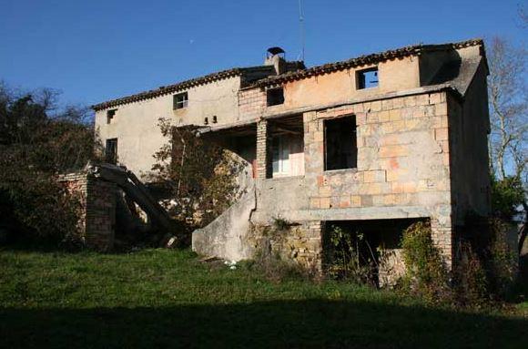 Rustico / Casale in vendita a San Severino Marche, 15 locali, Trattative riservate | CambioCasa.it