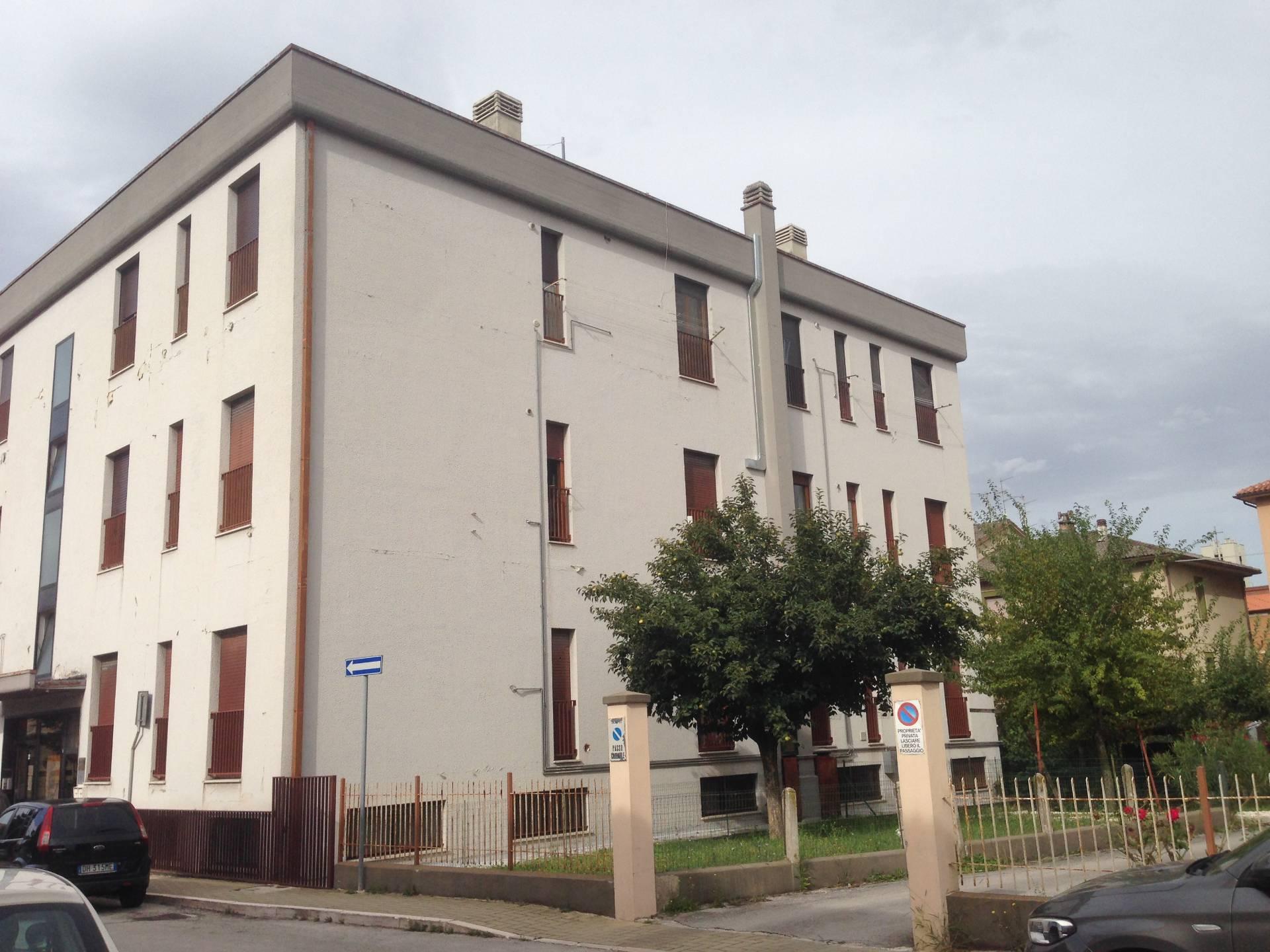 Appartamento in vendita a Fabriano, 6 locali, zona Località: PERIFERIA, Trattative riservate | CambioCasa.it