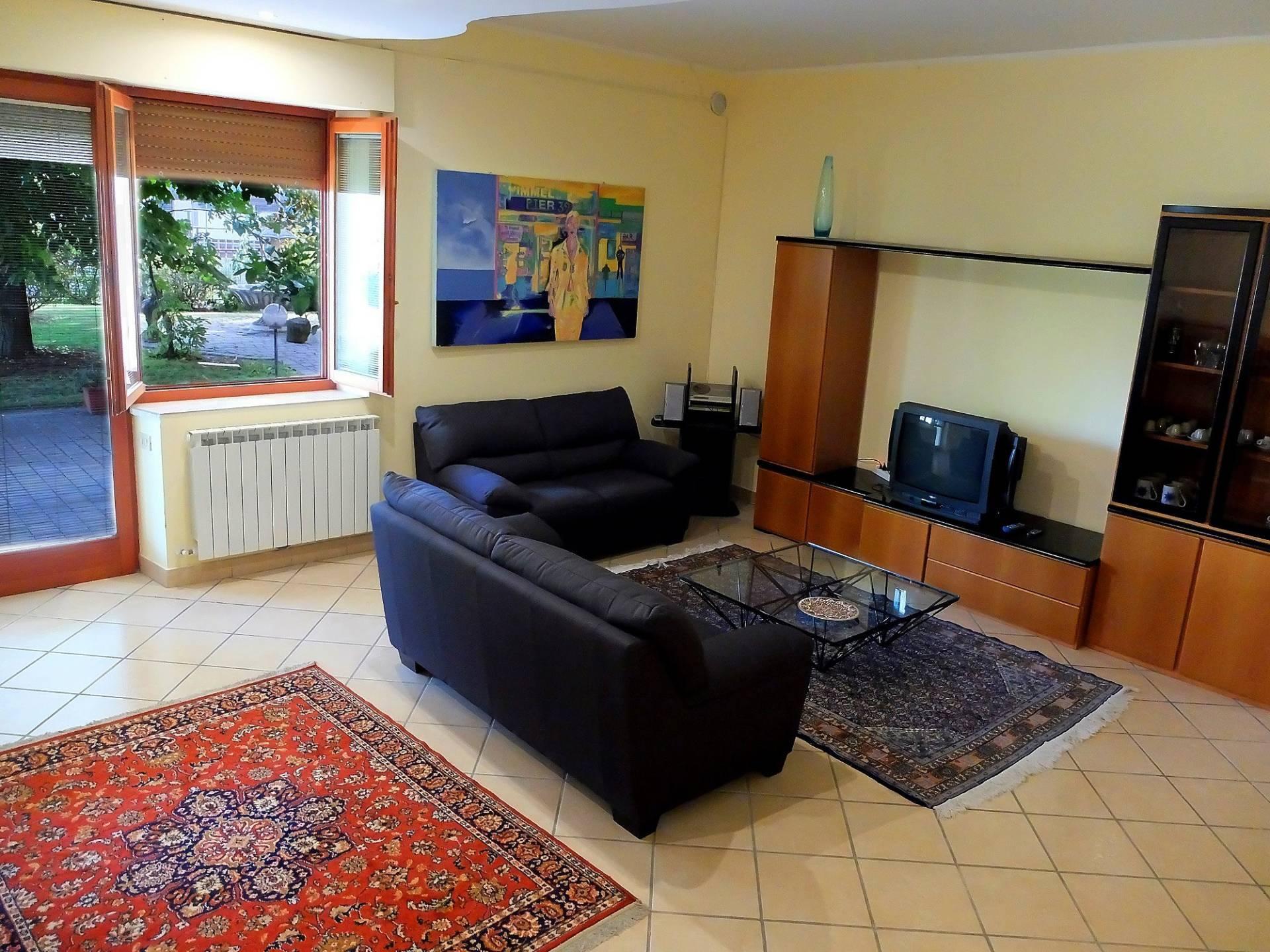 Appartamento in vendita a Fabriano, 5 locali, zona Località: PERIFERIA, Trattative riservate | CambioCasa.it