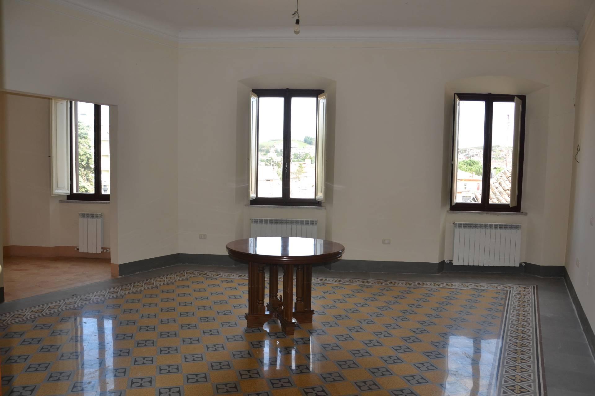Appartamento in vendita a Fabriano, 5 locali, zona Località: CENTROSTORICO, Trattative riservate | CambioCasa.it
