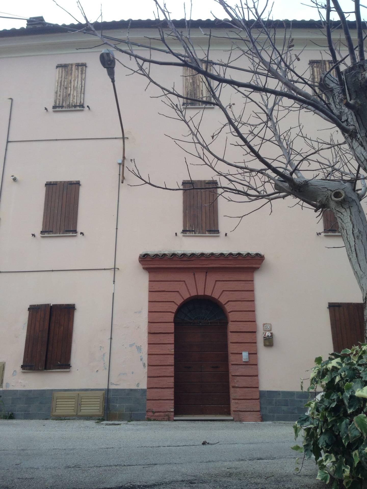 Appartamento in vendita a Fabriano, 6 locali, zona Località: FRAZIONI, Trattative riservate | CambioCasa.it