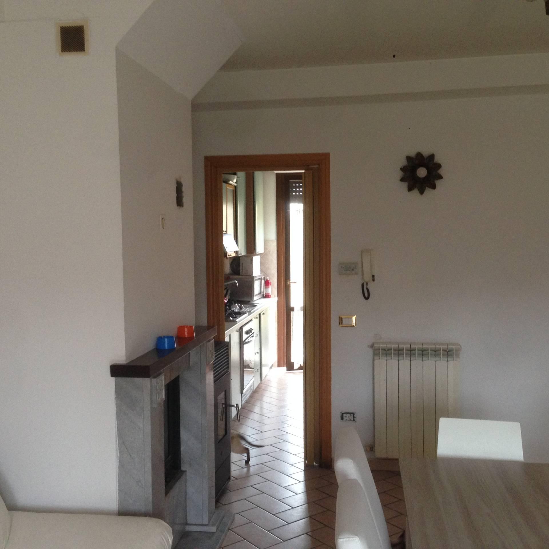 Appartamento in vendita a Fabriano, 6 locali, zona Località: PERIFERIA, prezzo € 100.000 | CambioCasa.it