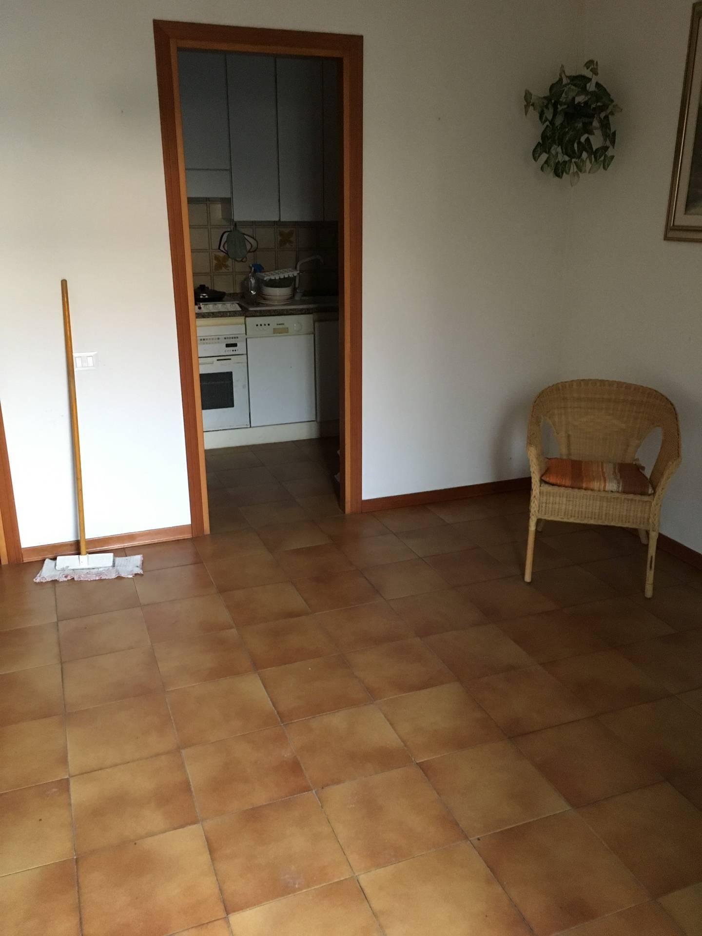Appartamento in vendita a Fabriano, 5 locali, zona Località: PERIFERIA, prezzo € 90.000   CambioCasa.it