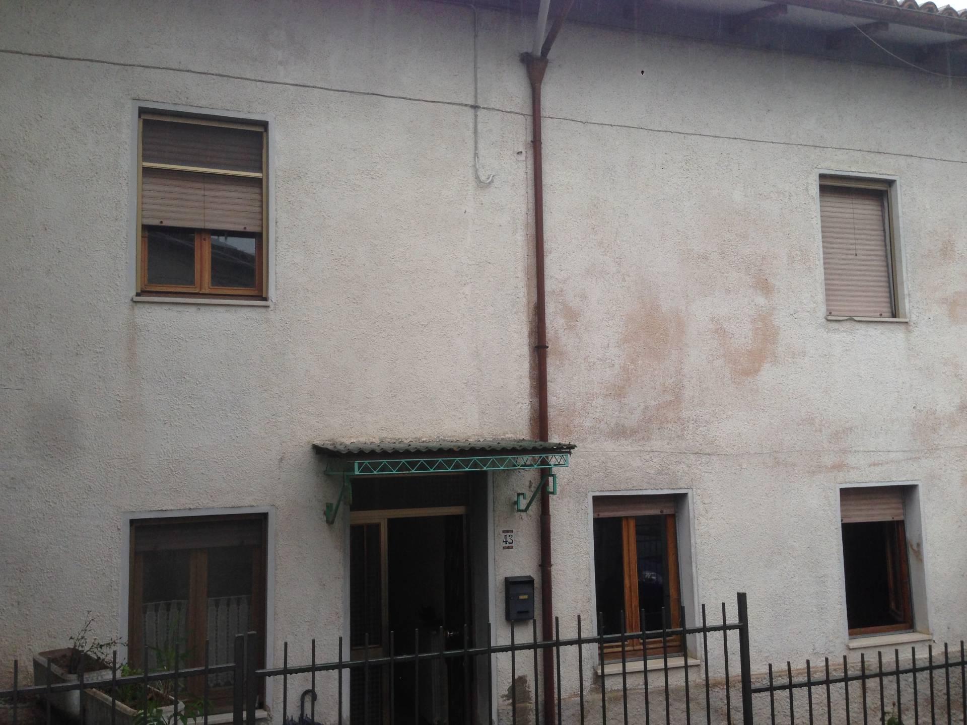 Soluzione Indipendente in vendita a Fabriano, 9 locali, zona Località: FRAZIONI, Trattative riservate | CambioCasa.it