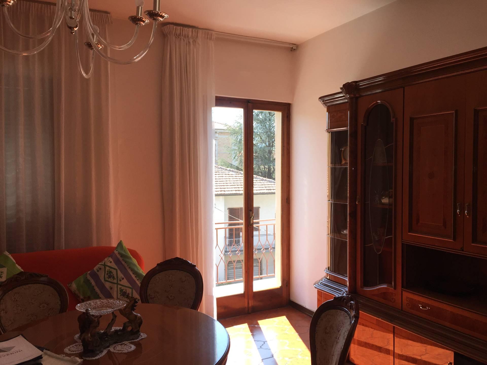 Appartamento in vendita a Cerreto d'Esi, 6 locali, prezzo € 65.000 | CambioCasa.it