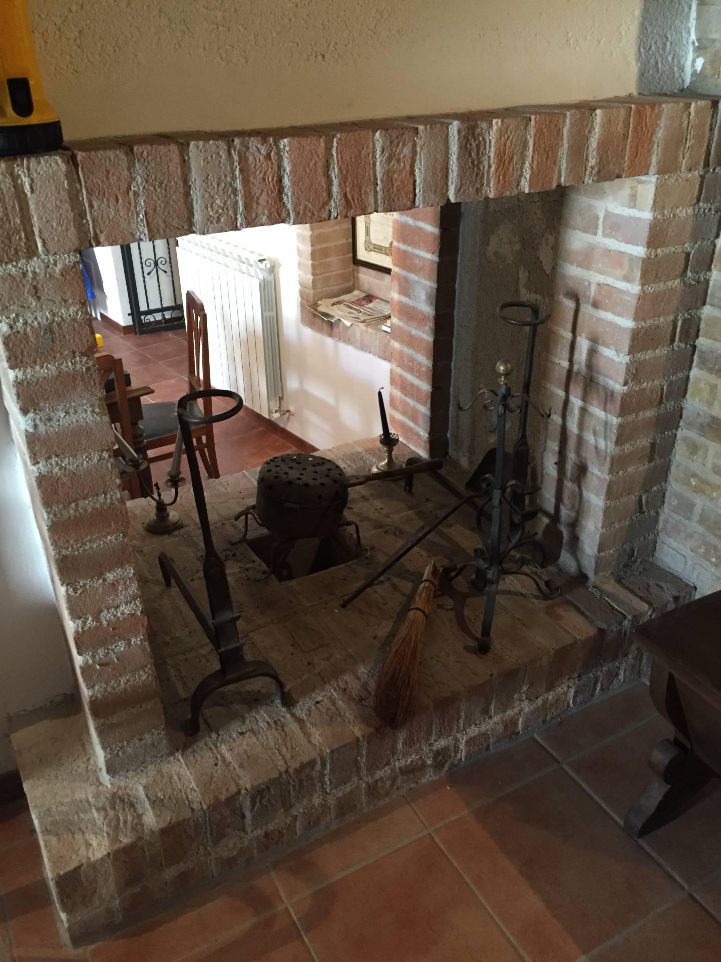 Appartamento in vendita a Nocera Umbra, 7 locali, prezzo € 90.000 | CambioCasa.it
