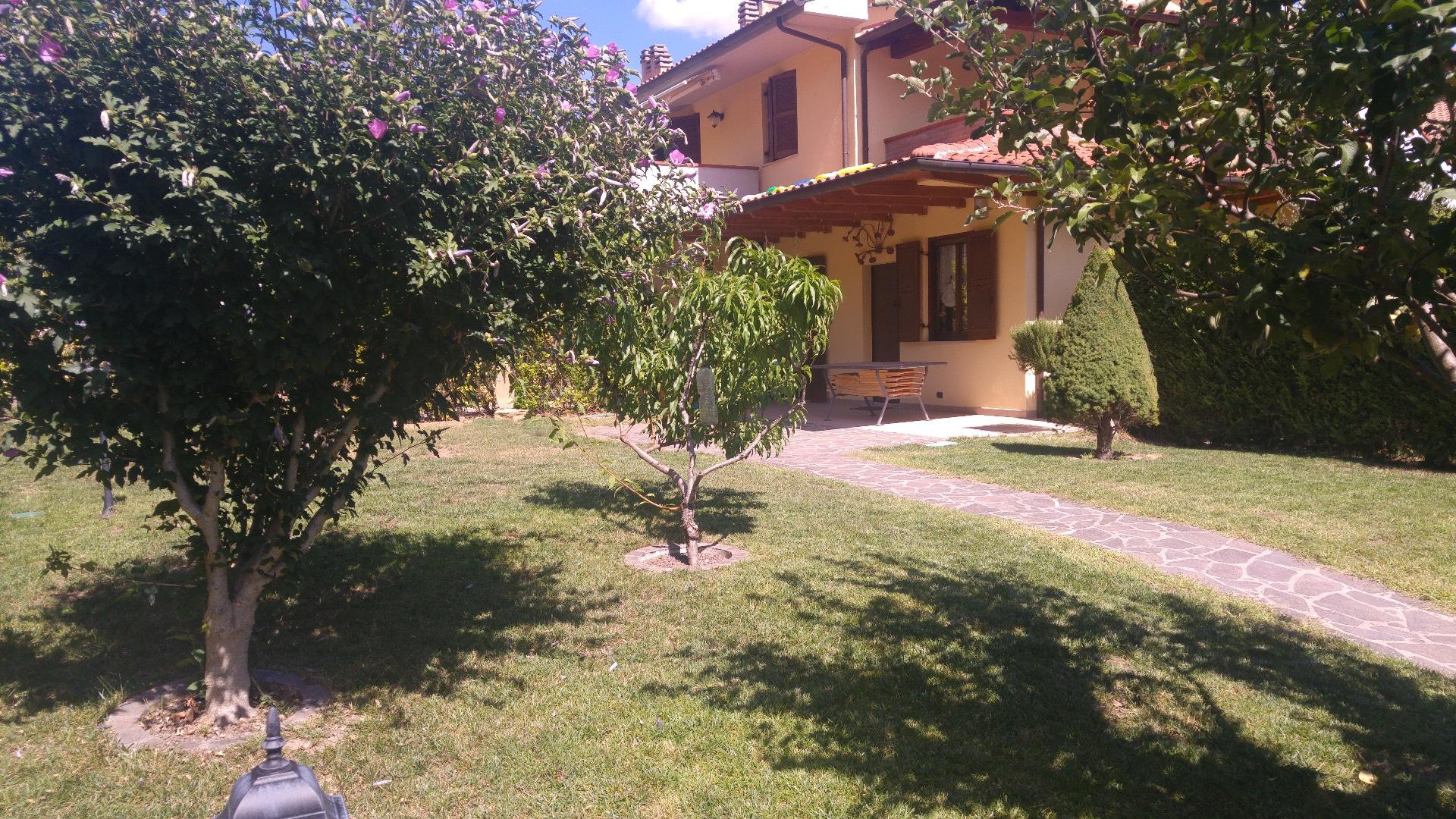Appartamento in vendita a Fabriano, 5 locali, zona Località: FRAZIONI, prezzo € 160.000   CambioCasa.it