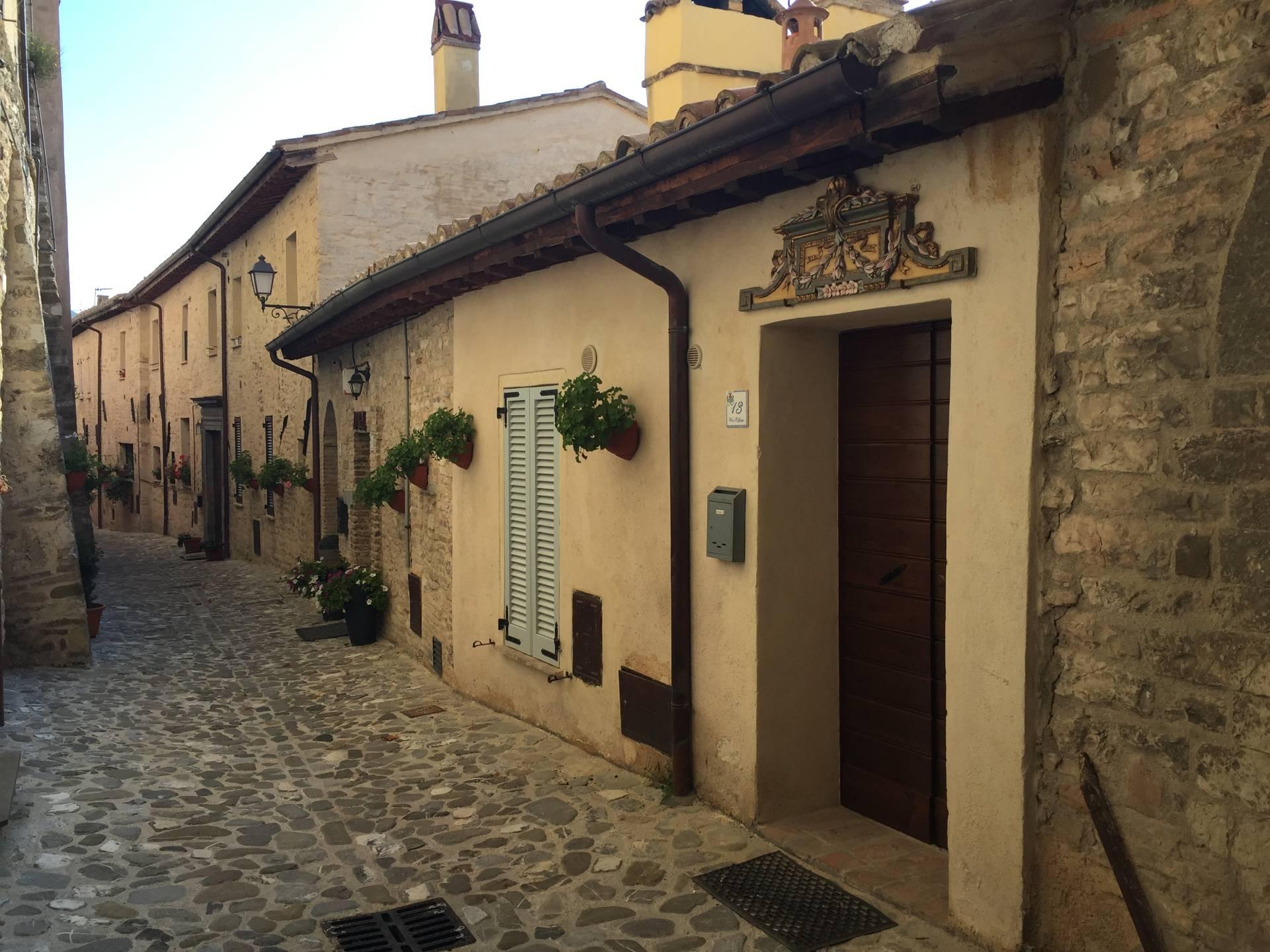Appartamento in vendita a Nocera Umbra, 4 locali, prezzo € 48.000   CambioCasa.it
