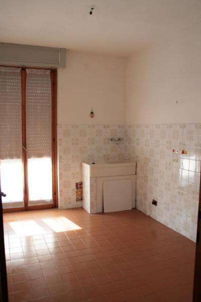 Appartamento in vendita a Momo, 3 locali, prezzo € 80.000 | Cambio Casa.it