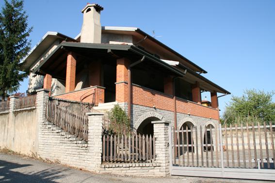 Villa in vendita a Oleggio, 5 locali, prezzo € 340.000 | Cambio Casa.it