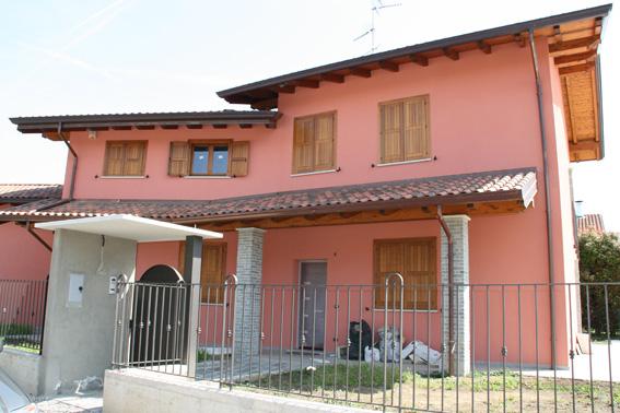 Villa in vendita a Oleggio, 5 locali, zona Località: vicinanzecentro, Trattative riservate | Cambio Casa.it