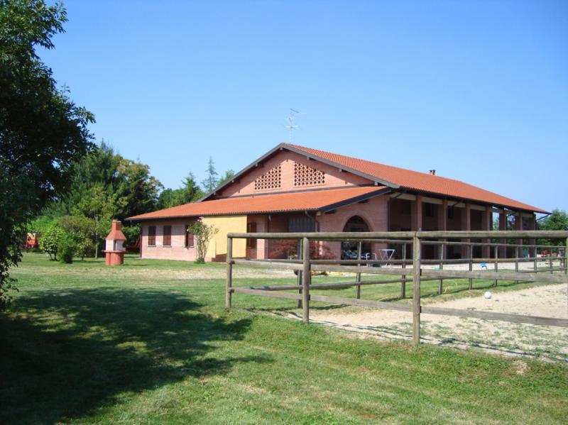 Rustico / Casale in vendita a Oleggio, 3 locali, prezzo € 630.000 | Cambio Casa.it