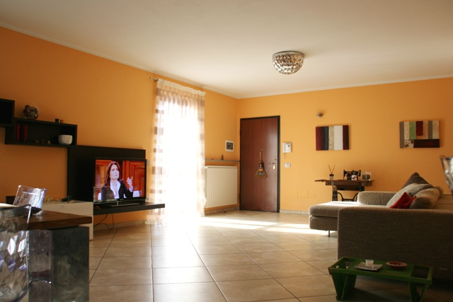 Appartamento in vendita a Oleggio, 3 locali, prezzo € 190.000   Cambio Casa.it