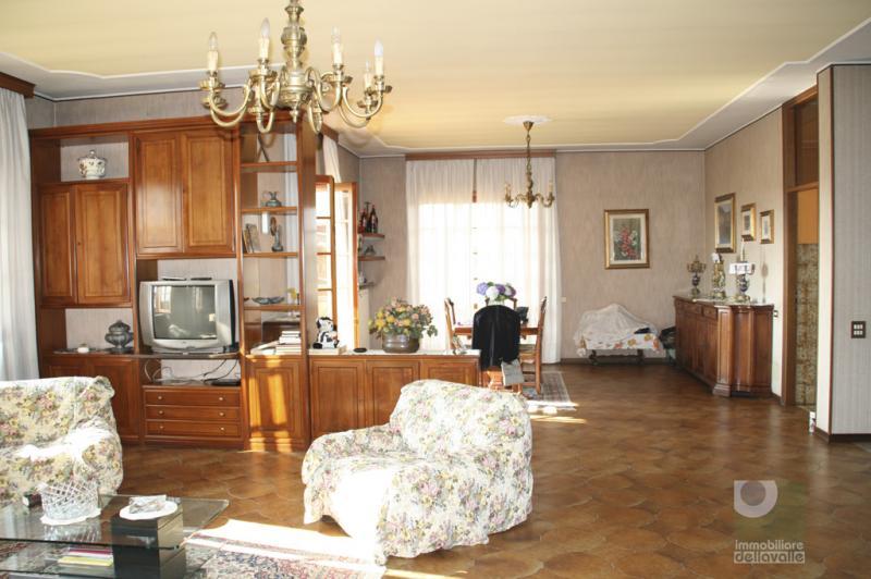 Villa in vendita a Oleggio, 7 locali, prezzo € 350.000 | Cambio Casa.it