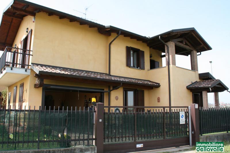 Villa a Schiera in Vendita a Bellinzago Novarese