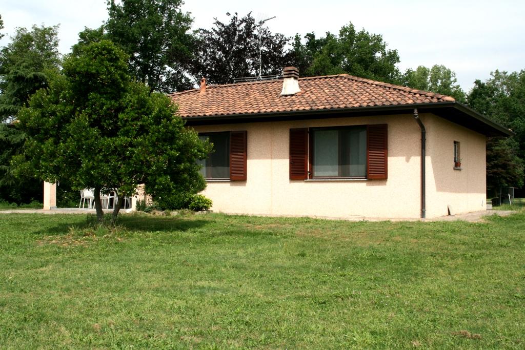 Villa in vendita a Momo, 5 locali, prezzo € 350.000 | Cambio Casa.it