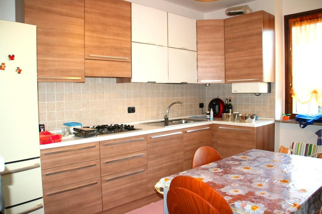 Appartamento in vendita a Oleggio, 3 locali, zona Località: vicinanzecentro, prezzo € 108.000 | CambioCasa.it