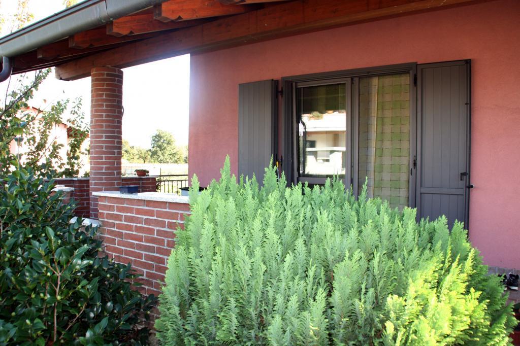 Villa in vendita a Oleggio, 6 locali, prezzo € 270.000 | Cambio Casa.it