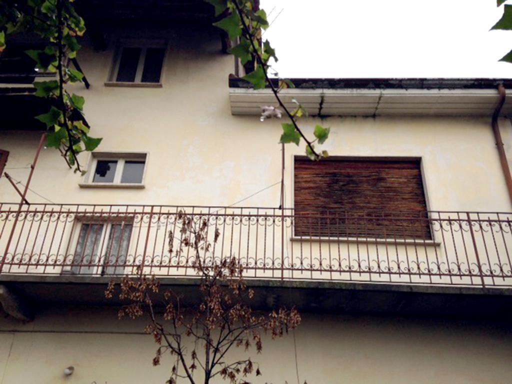 Rustico / Casale in vendita a Oleggio, 13 locali, zona Località: vicinanzecentro, prezzo € 160.000 | Cambio Casa.it